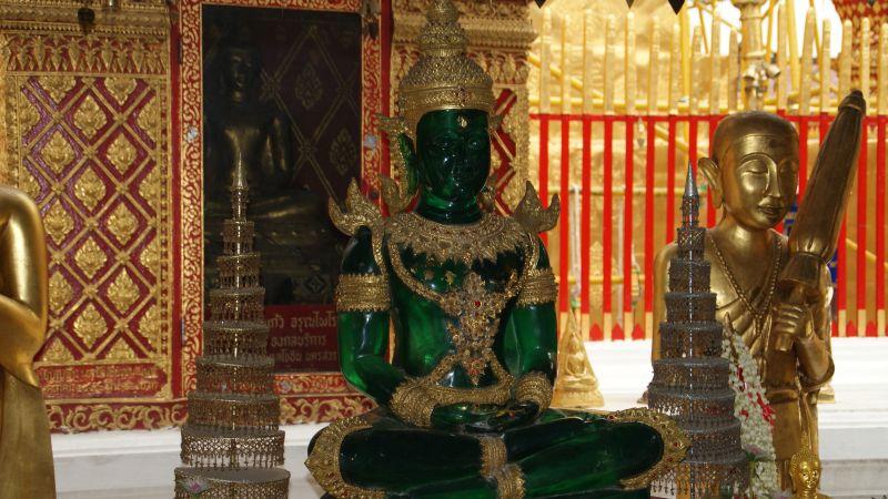 Статуэтка Изумрудного Будды в храме Ват Пхра Каео в Бангкоке