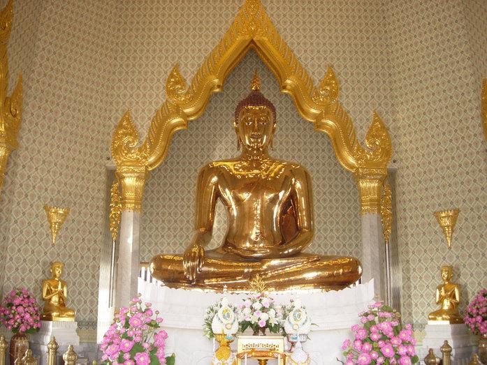 Фото золотого Будды в храма Ват Трай Мит в Бангкоке