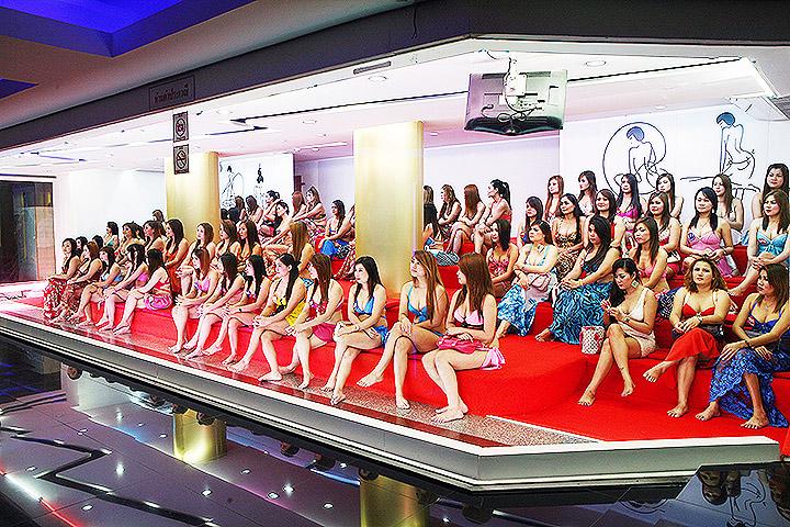 В салоне боди массажа в Тайланде